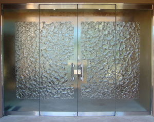 Stone-Frameless-Glass-Doors-Sans-Soucie